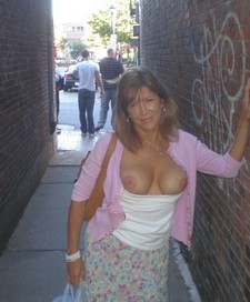 MILF flashes rack in..