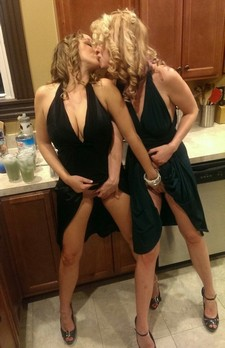 Two milfs starting the..