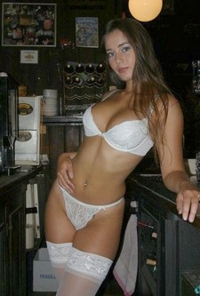 Sexy brunette amateur in..