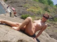 Beauty posing nude on..