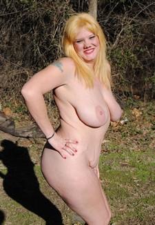 Amazing tits on mrs..