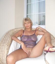 Blonde wife spreading..