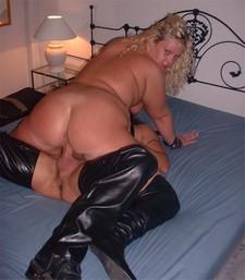 Plump blonde BBW riding..