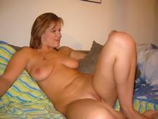 Cute plump hottie..