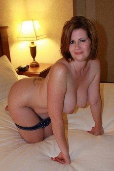 Sexy milf in this hot pic.