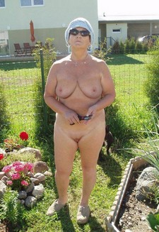 Mature mom exhibitionist..