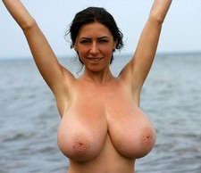 Boobed woman on the free..