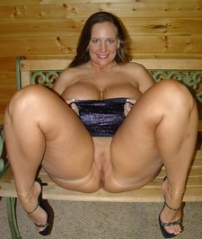 Lovely cougar in hot pic.