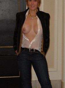 Gorgeous mature in..