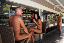 Naked Bar, CHM RENE..
